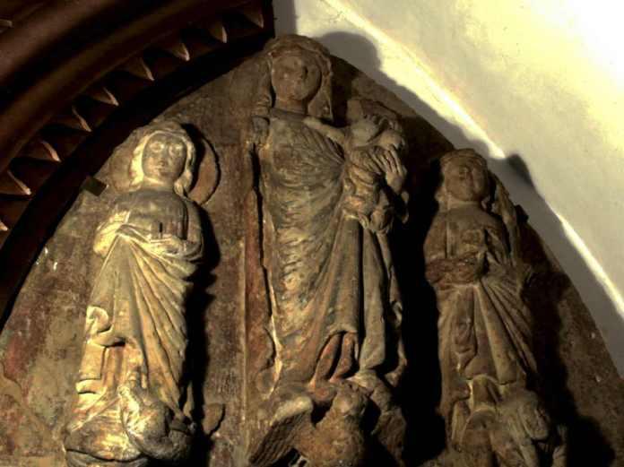 2014-03-10-kamienne-zabytki-na-glogowskie-wystawie@muzeum@Glogow-tympanon z kościoła św. Mikołaja