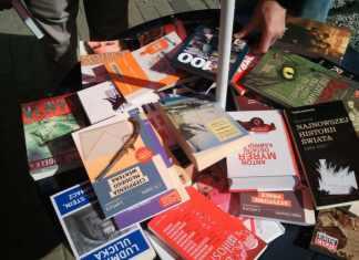 zdjęcie-2014-04-24-akcja-rozdawania-książek-SLD@Głogów-01