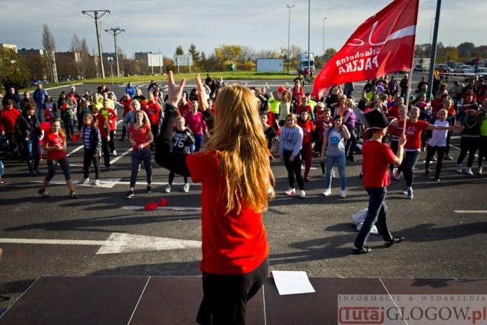 2014-11-08 Maraton Zumba Fitness Tańcz i pomagaj @Parking Tesco (fot.P.Dudzicki) 39