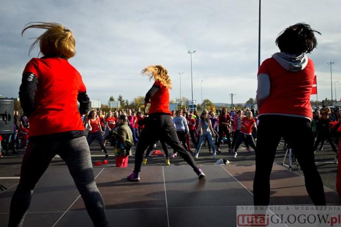 2014-11-08 Maraton Zumba Fitness Tańcz i pomagaj @Parking Tesco (fot.P.Dudzicki) 40