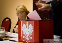 ZDJĘCIE: 2014-12-03 Rada Powiatu głosowanie urna (fot.P.Dudzicki) 17