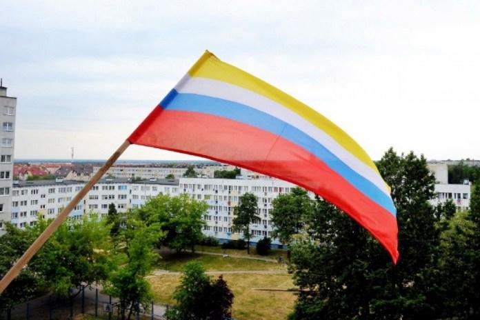 2015-06-11 Dwa tysiące flag Polkowic dla polkowiczan