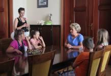 2015-08-04 Wizyta dzieci i podwórkowych Pedagogów w Ratuszu @Urząd Miejski (fot. UM Głogów)