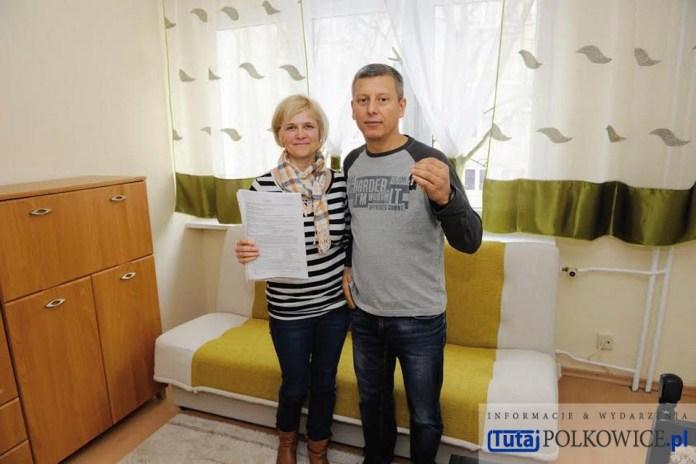 29.02.2016 r. Polkowice, przekazanie mieszkania rodzinie uchodźców z Ukrainy