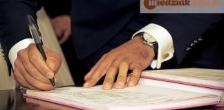 Miedziak.info.pl podpis dokumenty ustawy burmistrz prezydent urzędnik