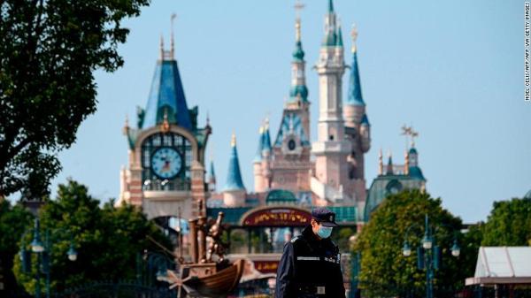 Disneyland Tokio cierra sus puertas hasta el 15 de marzo