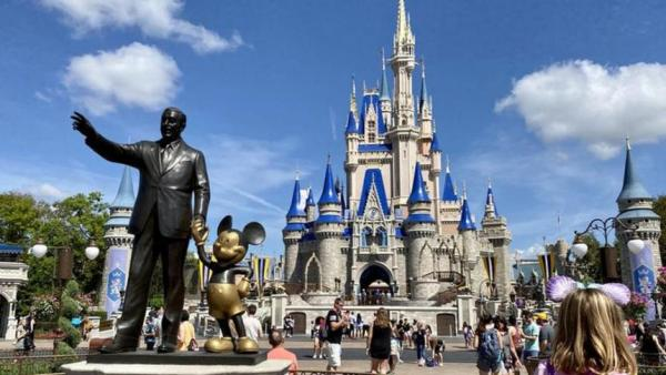 Parques de Disney donan su comida y 200.000 piezas protectoras ante la COVID-19