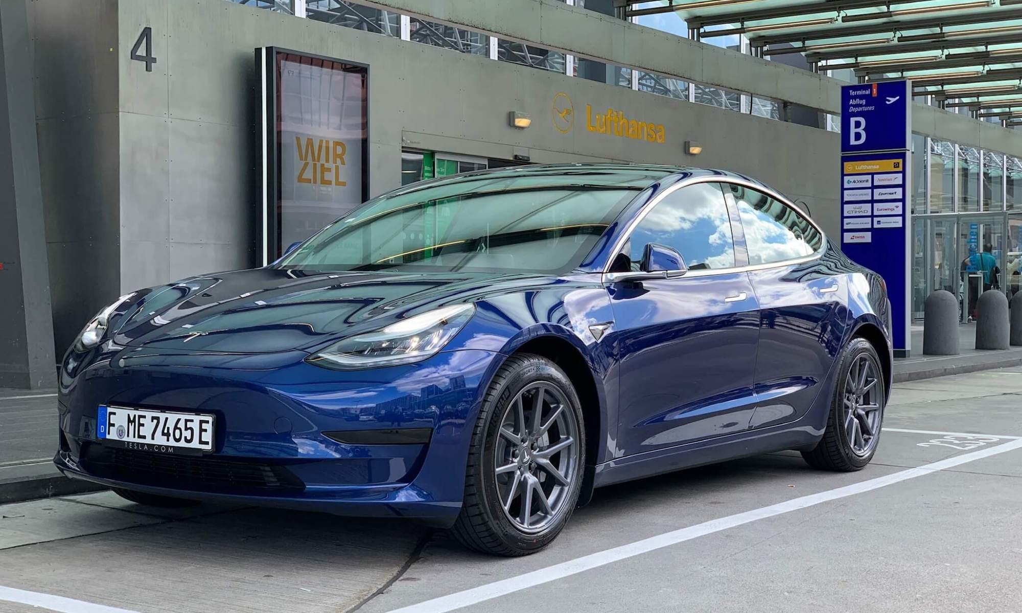 Tesla Model 3 Frankfurt blau