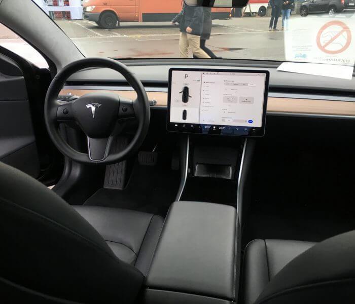 Tesla Model 3 mieten in Heidelberg innen
