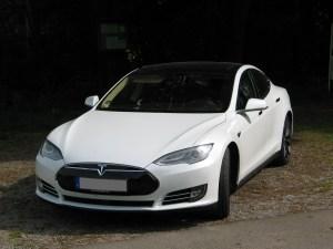 Tesla Model S P85D Performance Frankfurt Aschaffenburg weiss vorne