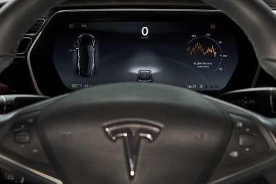 Tesla Model S 75d mieten in Köln dash