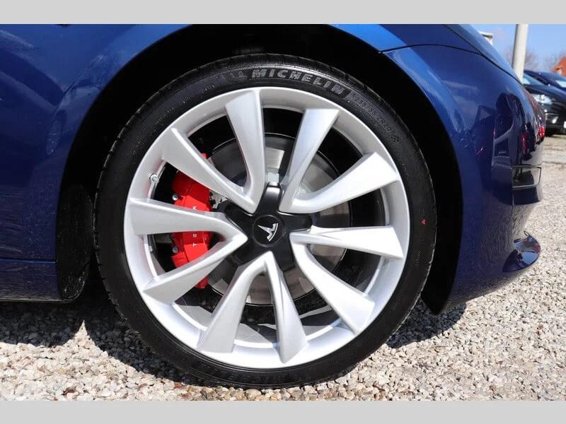 Tesla Model 3 mieten in Freising blau rad