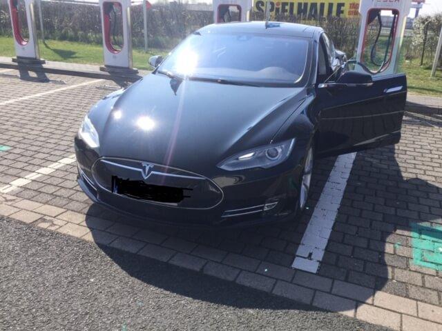 Tesla Model S mieten für Hochzeit in Gießen front
