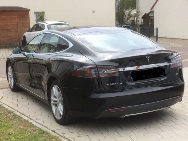 Tesla Model S mieten für Hochzeit in Gießen hinten