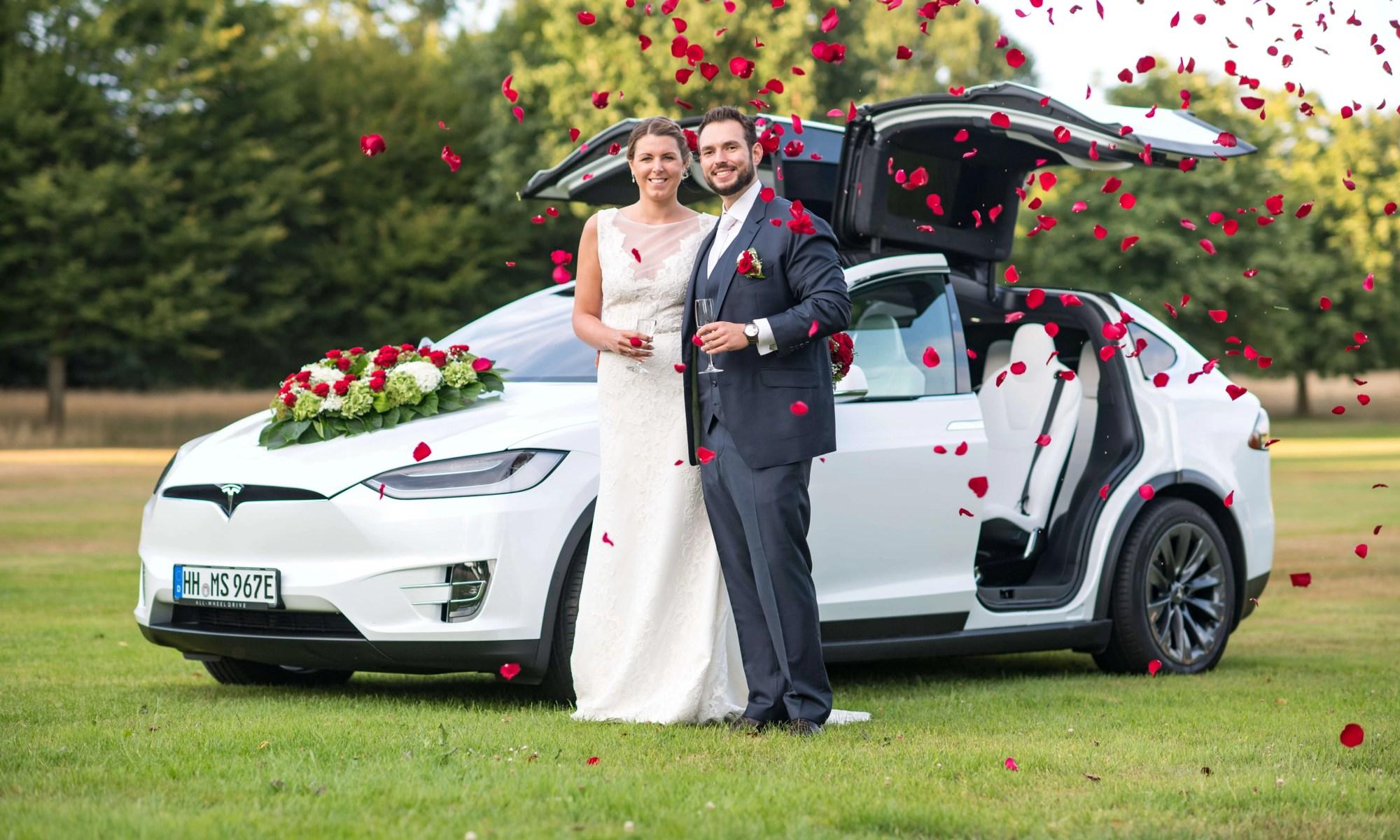 Tesla Model X mieten Hamburg Rosen Hochzeit