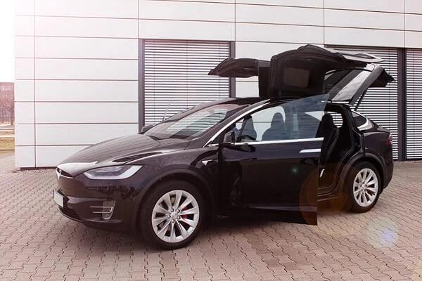 Tesla Model X mieten in Oettingen