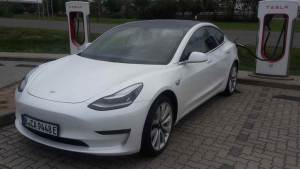 Tesla Model 3 mieten in Berlin