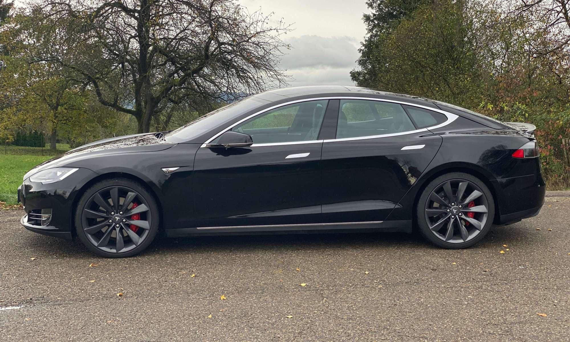 Tesla Mode S P90D mieten in Göppingen