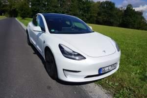 Tesla Model 3 mieten in bergisch gladbach