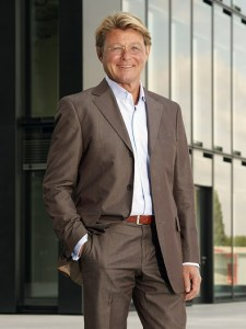 Harald Robiné, ist Luxusmakler aus Düsseldorf und Gesicht der neuen Makler-Soap auf VOX. Foto: MG RTL D / Filmpool