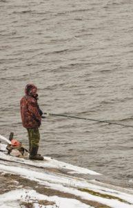 calendrier de pêche saison de pêche pecheur en hiver mer neige