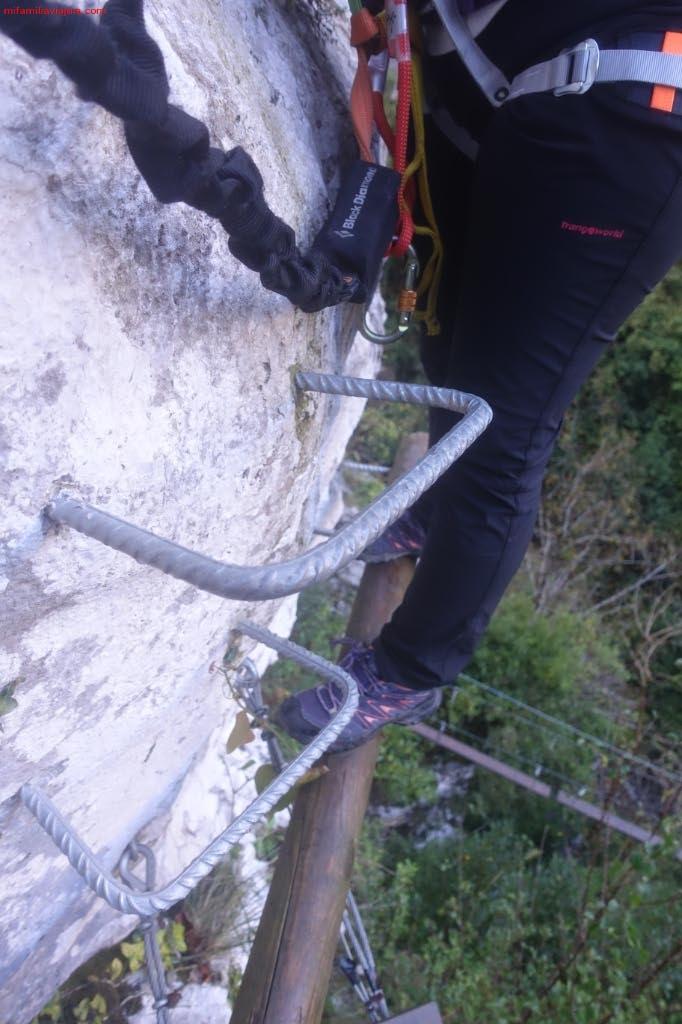 "Peldaños Circuito 1 ""Puentes tibetanos + 2 tirolinas"""