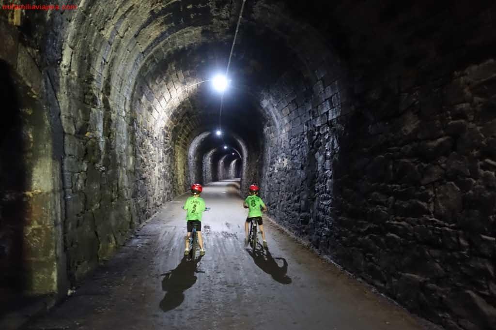 Túnel iluminado del tramo Navalmoral de Béjar - Béjar