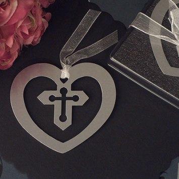 Marcador de página metalico con cruz. Fuente: www.wrapwithus.com