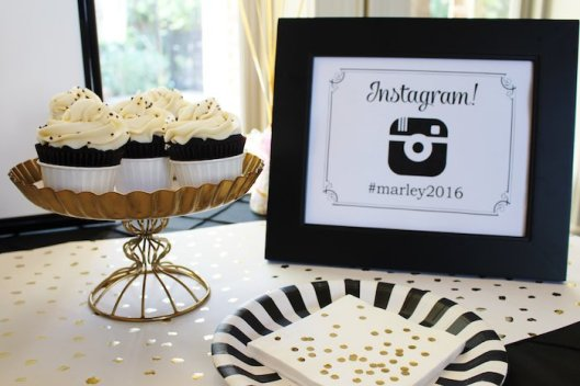 black-white-gold-graduation-party-via-karas-party-ideas-karaspartyideas-com14