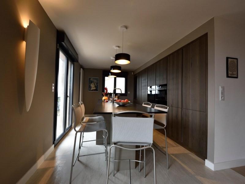 Relooking, entrée, cuisine, salon, salle à manger et chambre parentale