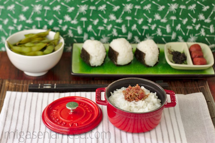Pasta de katsuobushi y umeboshi
