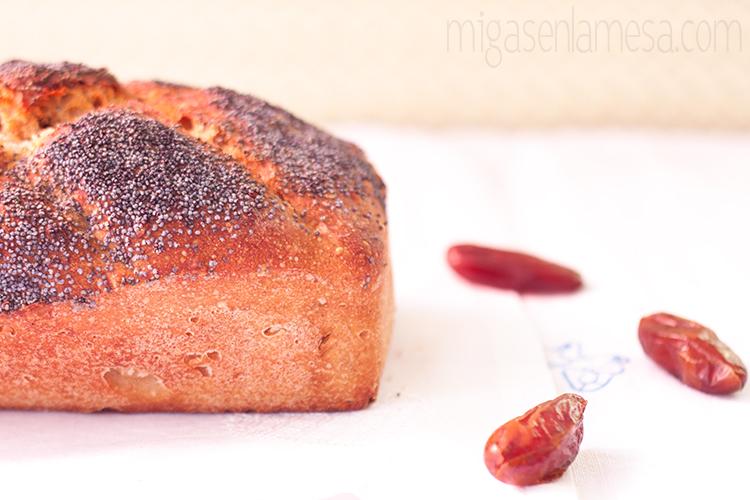 Pan integral de tritor, trigo y avena con avellanas y dátiles