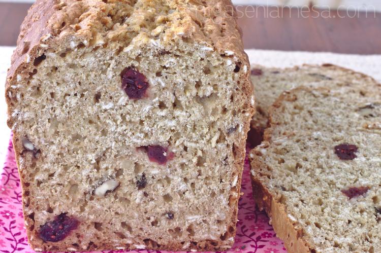 Pan de soda con avena, arándanos y nueces
