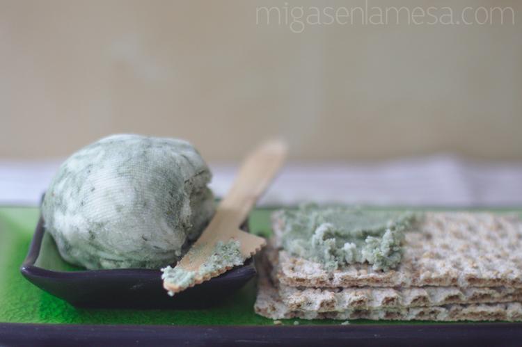 Queso azul vegano, con okara de almendra