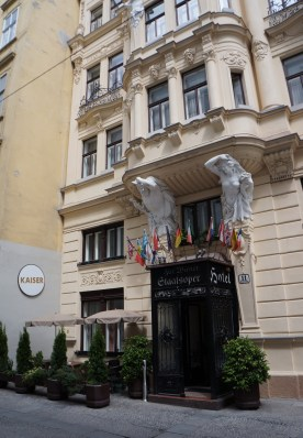 Charming Hotel named after the State Opera House