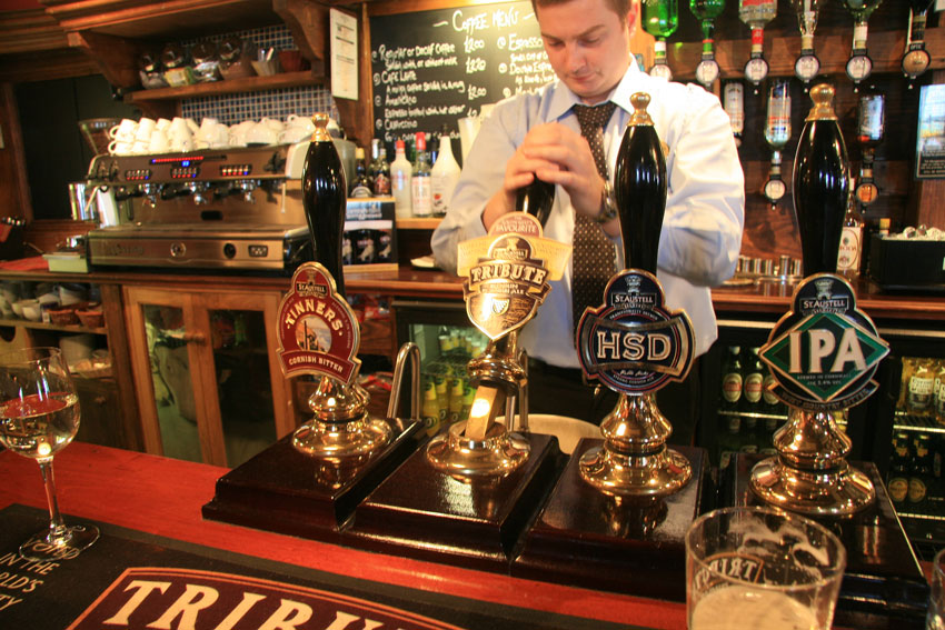 Real English ale and authentic pub grub make the golf brake even more pleasant. Like in this Padstow pub.  (Photo: The Migrant Golfer)