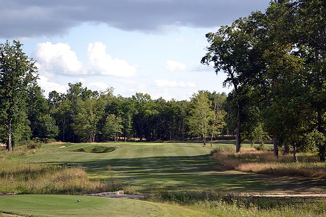 Saint Emilion Golf Course is located in a valley fringed by centenary oak trees and framed by vineyards and located just 6 miles from the village of Saint Emilion.