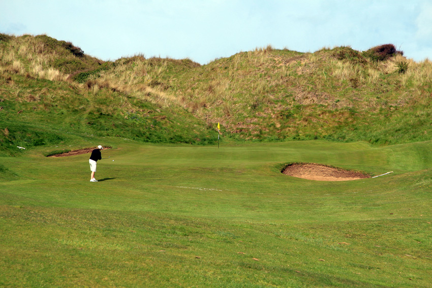 Most of the holes on the two Saunton courses are wll proteced from the wind by dunes. As here on the opening hole of the West Course,  (Photo: The Migrant Golfer)