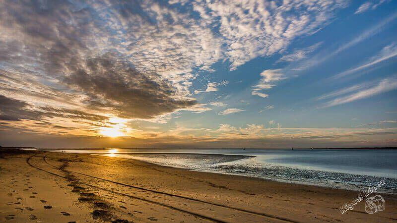 Playa de Sanlucar de Barrameda con puesta de sol