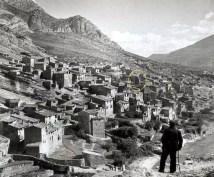 Tragó de Noguera dans les années 50. En jaune, l'église ; en bas de l'image la passerelle.