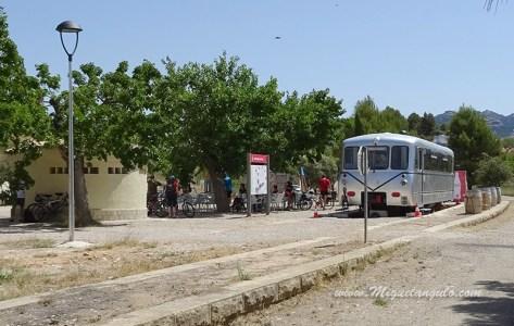 Gare de Bot (bar, toilettes, auberges et camping)