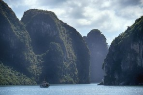 Le chenal qui mène à l'Ile de Cat Ba, dans la Baie d'Halong
