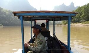 Pirogue à moteur sur la Nam Ou (Muang Ngoi, Laos)