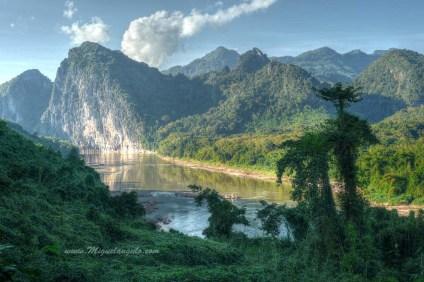 La Nam Ou près de Pak Ou (Laos)