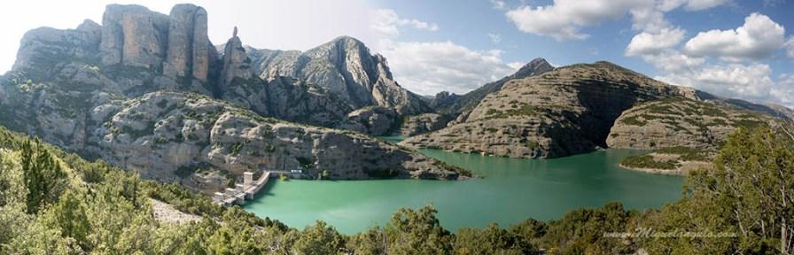 Barrage de Vadiello, Mallos de Ligüerri, aiguille de la Mitra et Pico el Borón