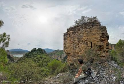 Castillo de Finestres, au-dessus des Roques de la Vila