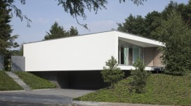 a-home-that-floats-above-the-countryside-by-lab32-architecten20dailyicon