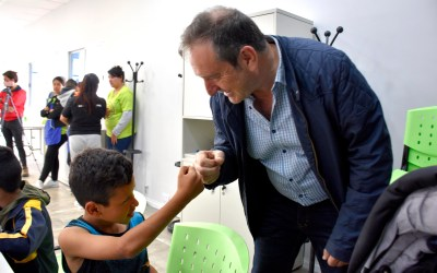 """Miguel Saredi: """"Si tu hijo o hija ingresa a primer grado, debe recibir las vacunas""""."""