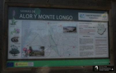 Cartel de la ruta y el entorno de la Sierra de Alor