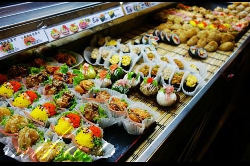台中》非凡大探索/食尚玩家介紹的平價創意壽司:花田壽司專賣(新光黃昏市場)